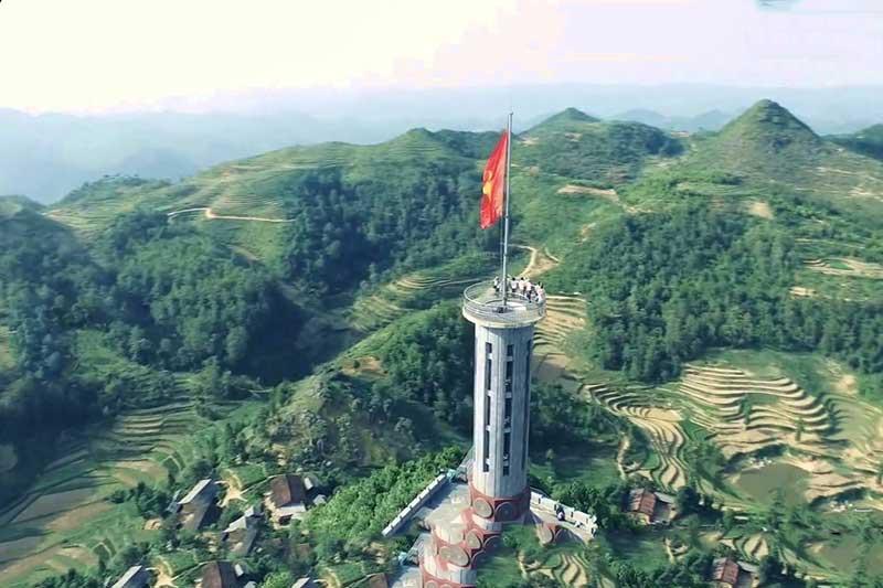 Du lịch Hà Giang - Đặt chân đến Cột cờ Lũng Cú