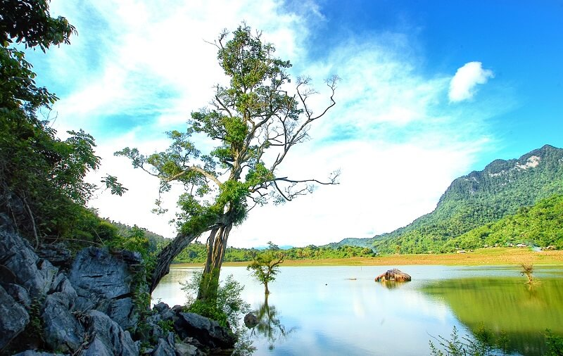 Khám phá vẻ đẹp Hồ Noong - Hà Giang