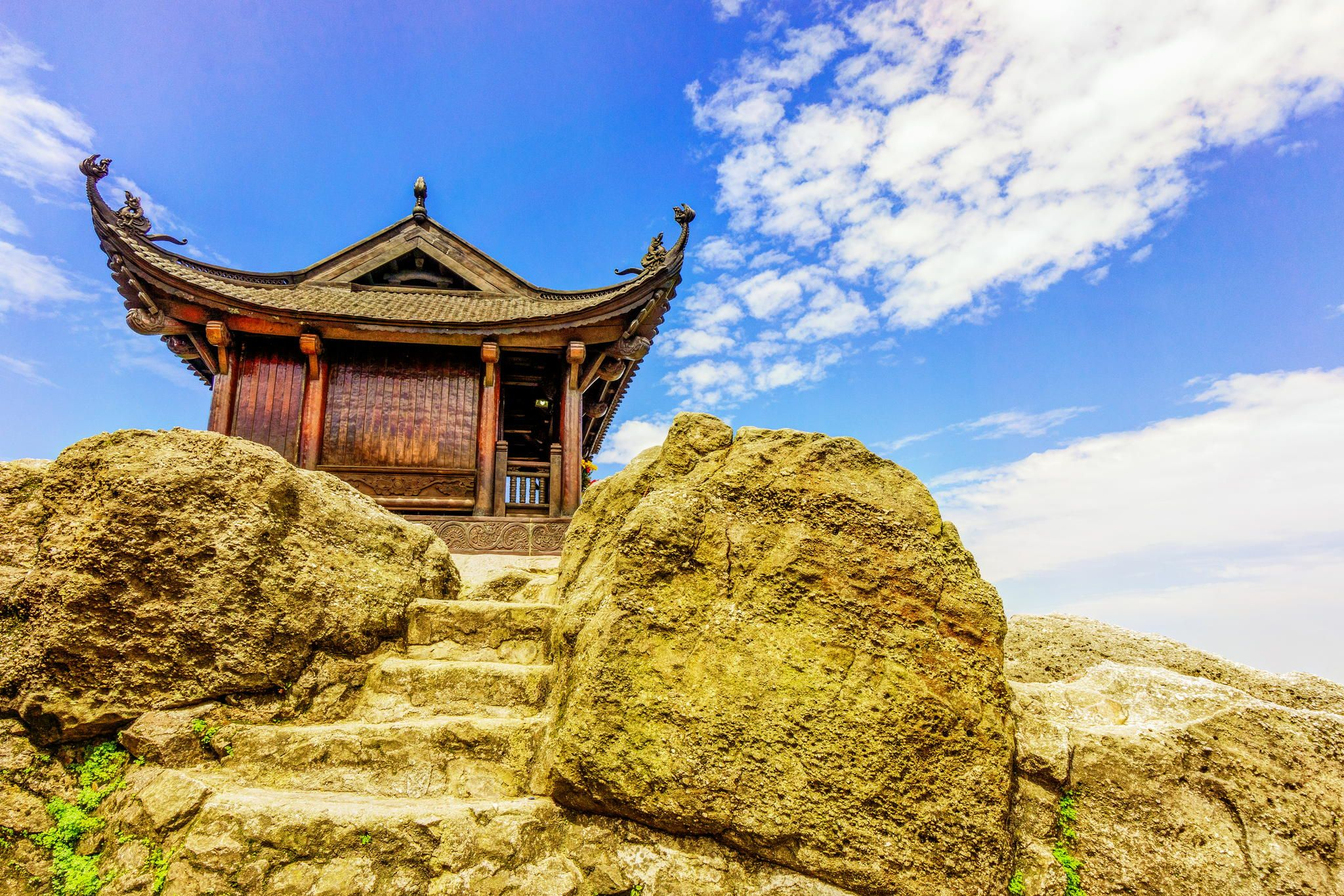 Tour ghép Hạ Long – Tuần Châu – Yên Tử 2 ngày