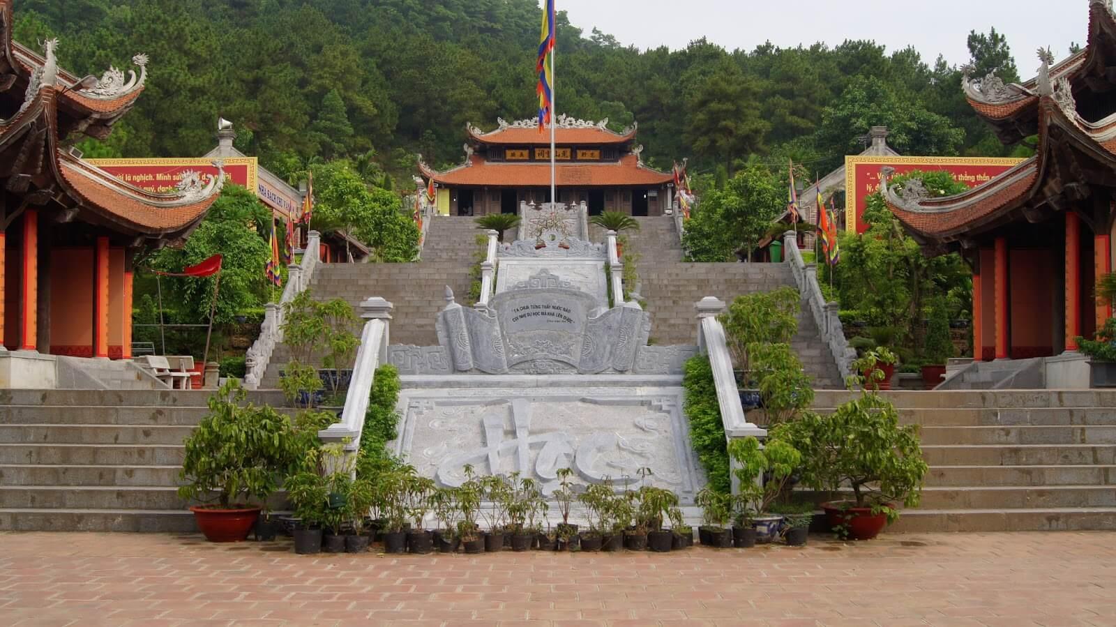 Tour Côn Sơn - Kiếp Bạc - Chùa Ba Vàng 1 ngày