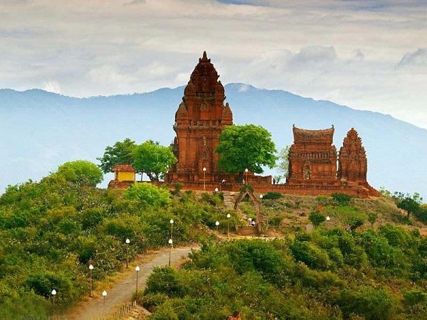 Di tích đền tháp Chăm Poshanư